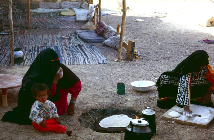 Sinai 03 - Bedouin women showing hospitality by baking bread